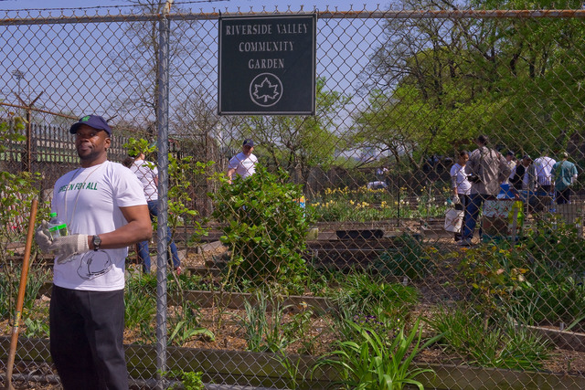 "Office of the Administrator (Lisa P. Jackson) - Green For All's ""Dig In"" at Riverside Valley Community Garden with actor Anthony Mackie (The Hurt Locker) and Phaedra Ellis-Lamkins, CEO of Green For All [412-APD-587-2010-04-22_CummunityGarden_001.jpg]"