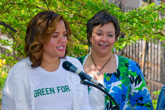 "Office of the Administrator (Lisa P. Jackson) - Green For All's ""Dig In"" at Riverside Valley Community Garden with actor Anthony Mackie (The Hurt Locker) and Phaedra Ellis-Lamkins, CEO of Green For All [412-APD-587-2010-04-22_CummunityGarden_045.jpg]"