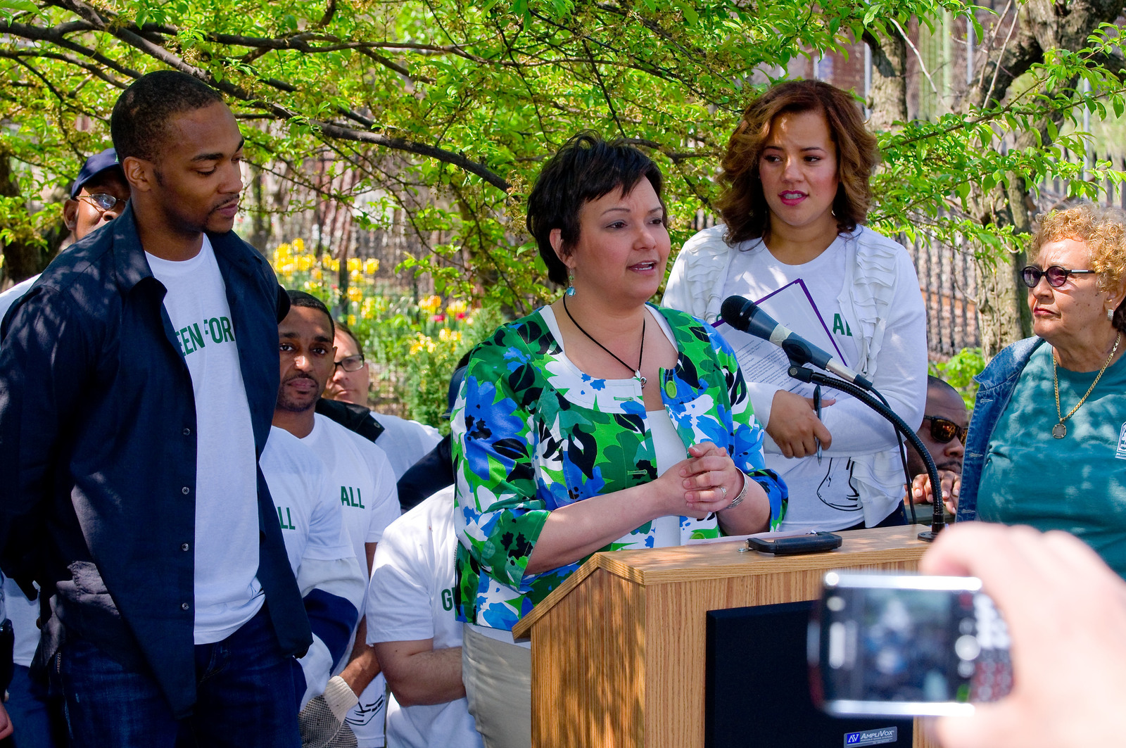 "Office of the Administrator (Lisa P. Jackson) - Green For All's ""Dig In"" at Riverside Valley Community Garden with actor Anthony Mackie (The Hurt Locker) and Phaedra Ellis-Lamkins, CEO of Green For All [412-APD-587-2010-04-22_CummunityGarden_053.jpg]"