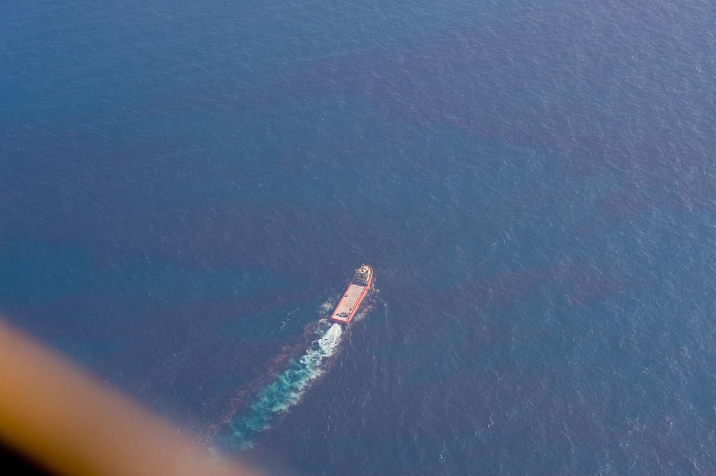 Office of the Administrator (Lisa P. Jackson) - ASPECT Flight over Gulfport, Mississippi (BP Oil Spill) - USEPA photo by Eric Vance [412-APD-668-ND79423.jpg]