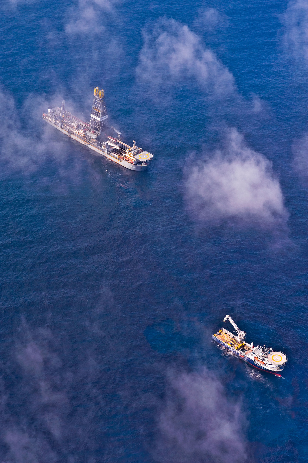 Office of the Administrator (Lisa P. Jackson) - ASPECT Flight over Gulfport, Mississippi (BP Oil Spill) - Support ships in operations area of BP Oil Spill,  Gulf of Mexico. USEPA photo by Eric Vance [412-APD-668-2010-05-14_AspectFlight_035.jpg]