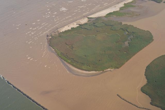 Office of the Administrator (Lisa P. Jackson) - ASPECT Flight over Gulfport, Mississippi (BP Oil Spill) - Mouth of Mississippi River, islands, boom. USEPA photo by Eric Vance [412-APD-668-2010-05-14_AspectFlight_047.jpg]