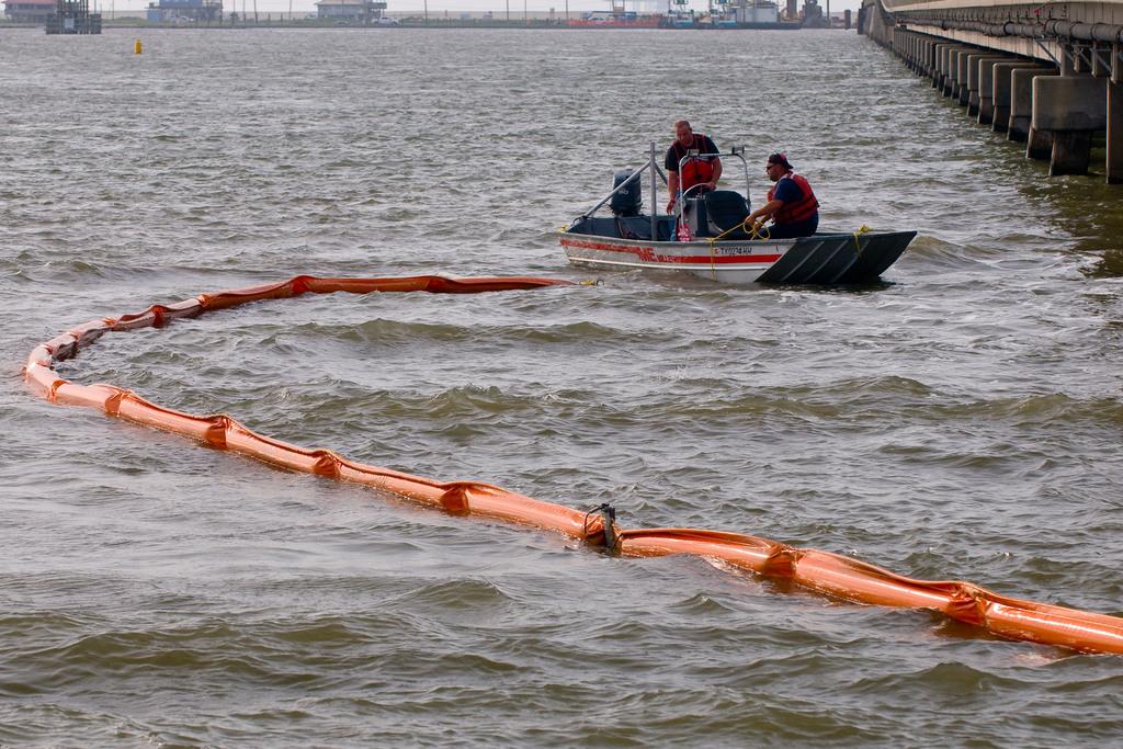 Office of the Administrator (Lisa P. Jackson) - Lafourche, Louisiana (BP Oil Spill) - Grand Isle, LA [412-APD-669-2010-05-14_LafourcheLA_012.jpg]