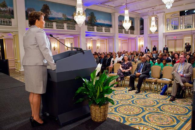 President's Environmental Youth Awards - President's Environmental Youth Awards Lunch [412-APD-1067-2010-05-20_PEYALunch_062.jpg]