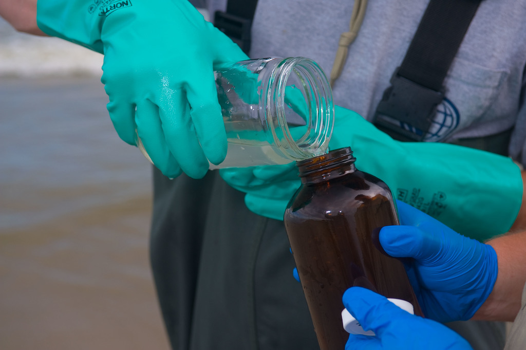 Office of the Administrator (Lisa P. Jackson) - Grand Isle (BP Oil Spill) - Water sample decanted into amber bottle. USEPA photo by Eric Vance [412-APD-673-2010-06-04_GrandIsle_118.jpg]