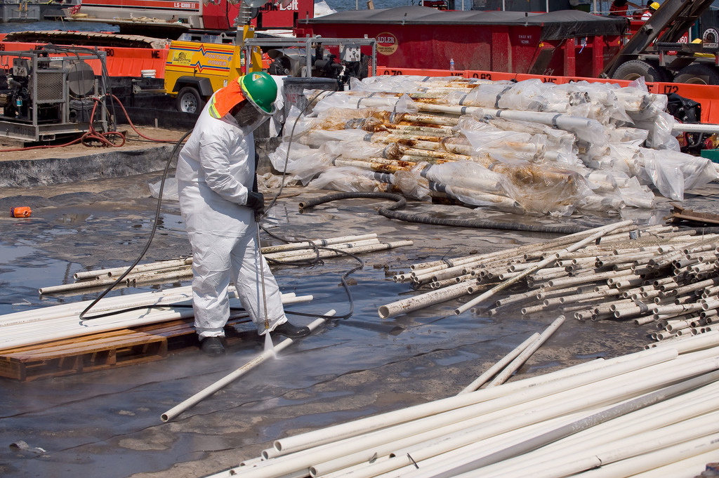 Office of the Administrator (Lisa P. Jackson) - Various Images (BP Oil Spill) - Boom decontamination area. Contaminated cleaning fluid is pumped from containment area into tanks for transport to waste facility. USEPA photo by Eric Vance. GPS coordinates in metadata. [412-APD-675-2010-08-07_WasteTour_021.jpg]