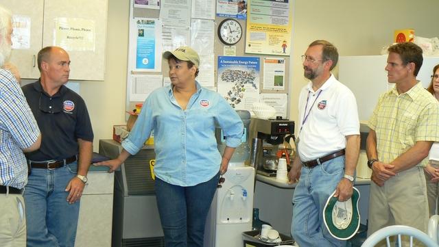 Office of the Administrator (Lisa P. Jackson) - Various Images (BP Oil Spill) - USEPA photo by Eric Vance. GPS coordinates in metadata. [412-APD-675-4_Adm_Jackson_arrives4.JPG]