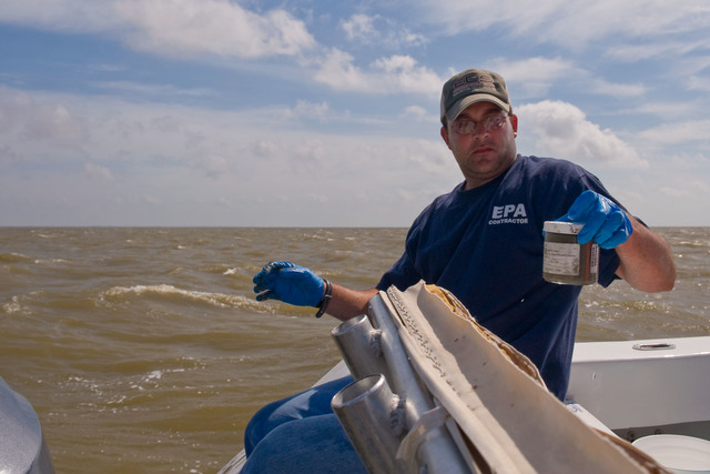 Office of the Administrator (Lisa P. Jackson) - Cocodrie, Louisiana and Water Sampling (BP Oil Spill) - Sediment sampling, Jarrod Redwine [412-APD-666-2010-05-14_Cocodrie_014.jpg]