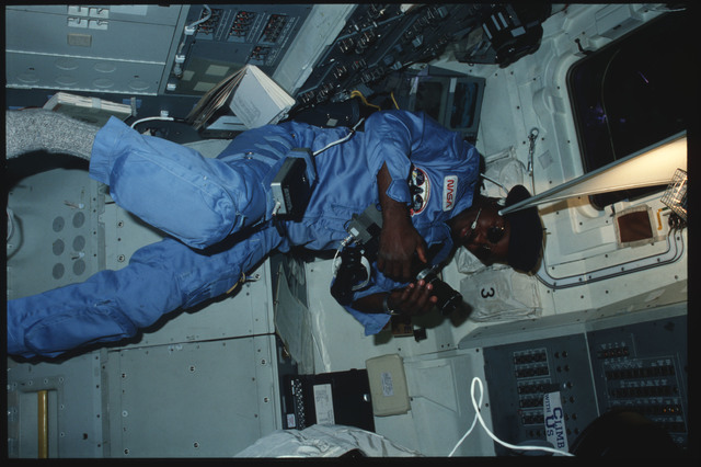 41B-11-392 - STS-41B - Full-body portrait of Mission Specialist Ronald McNair