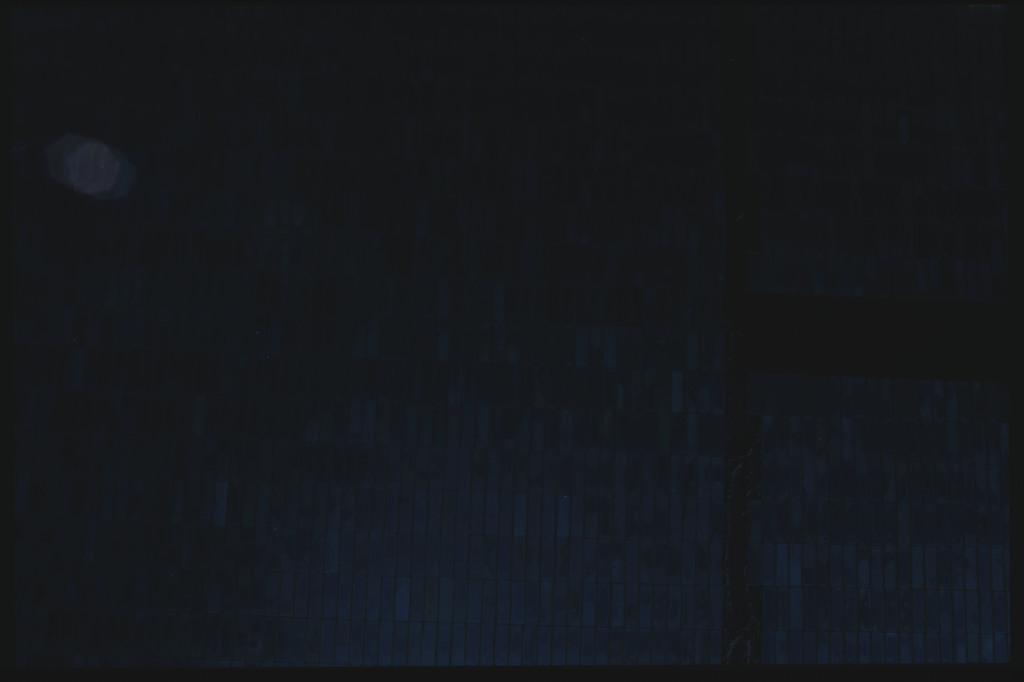 41C-22-926 - STS-41C - EVA to repair the SMM satellite