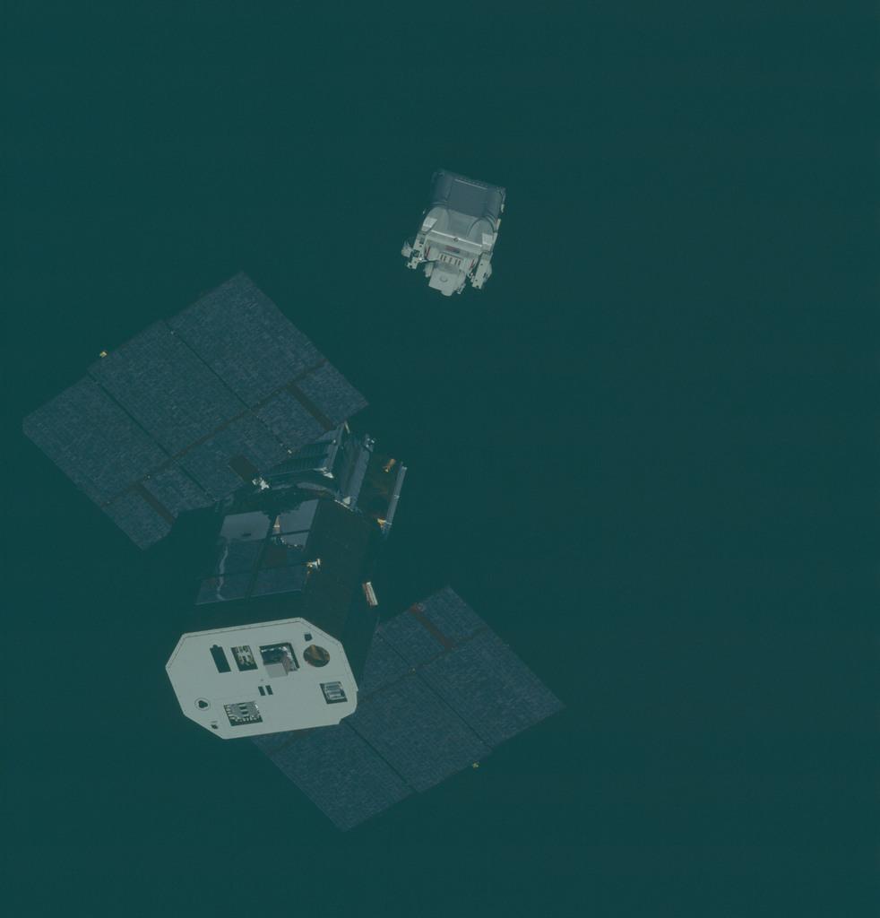 41C-34-1376 - STS-41C - SMM rendezvous and EVA