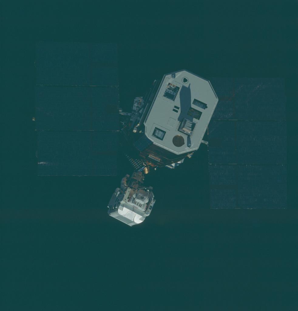 41C-34-1382 - STS-41C - SMM rendezvous and EVA