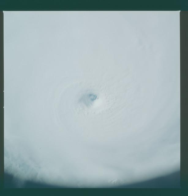 41C-36-1587 - STS-41C - Eye of Hurricane Kamysi