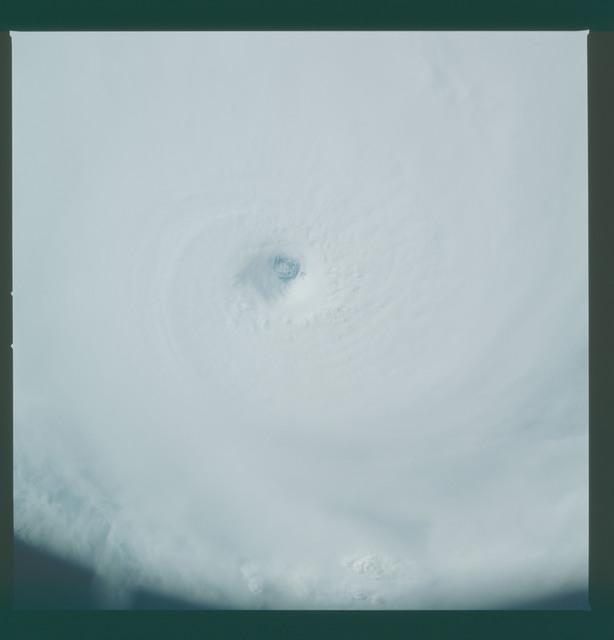 41C-36-1588 - STS-41C - Eye of Hurricane Kamysi