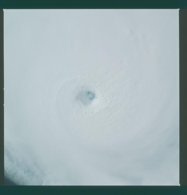 41C-36-1589 - STS-41C - Eye of Hurricane Kamysi