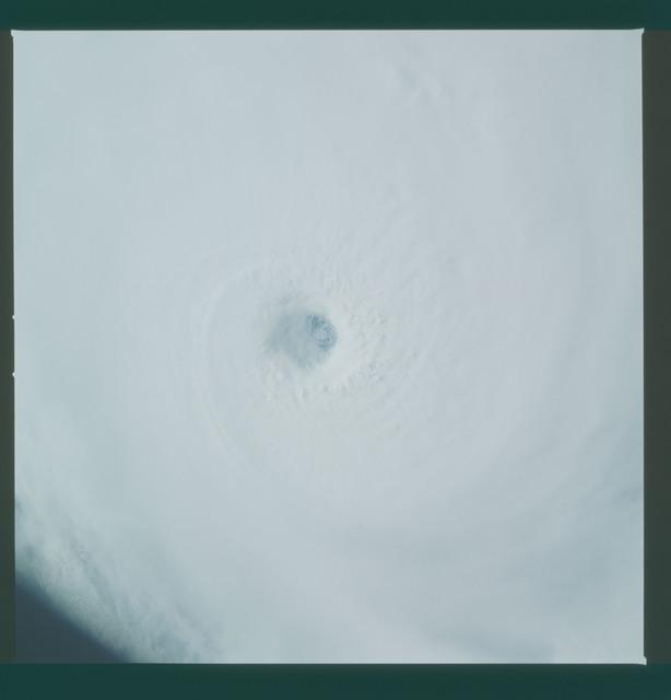 41C-36-1590 - STS-41C - Eye of Hurricane Kamysi