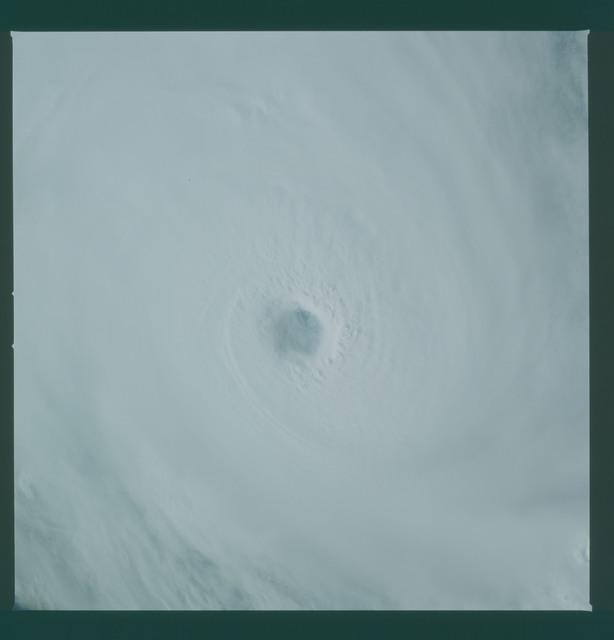 41C-36-1591 - STS-41C - Eye of Hurricane Kamysi