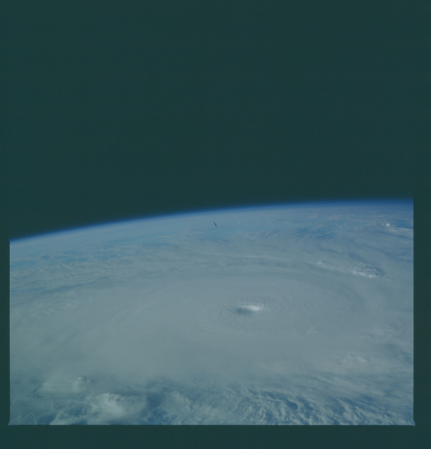 41C-36-1608 - STS-41C - Outflow of Hurricane Kamysi