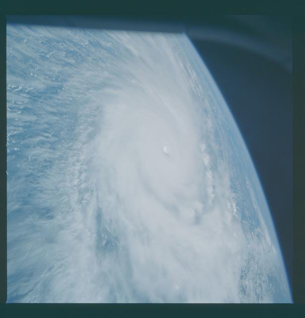 41C-36-1659 - STS-41C - Hurricane Kamysi