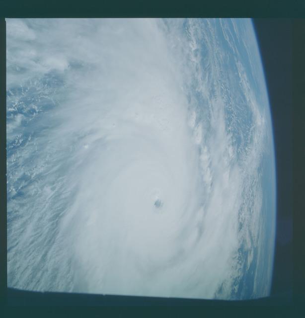41C-36-1661 - STS-41C - Hurricane Kamysi