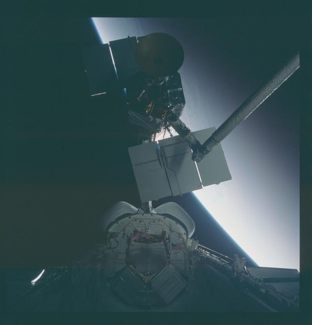 41C-37-1727 - STS-41C - Capture of Solar Maximum satellite by RMS