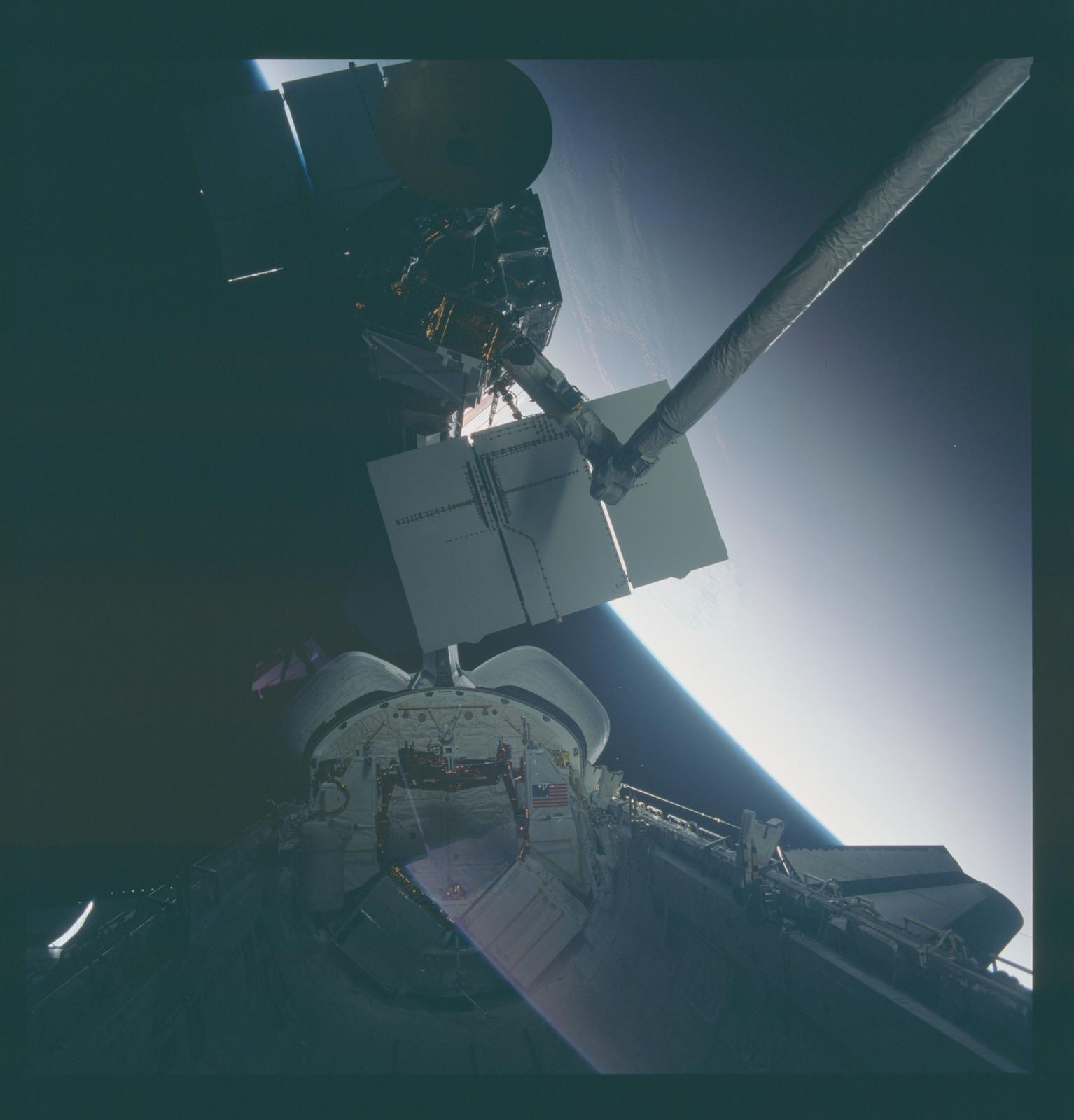 41C-37-1728 - STS-41C - Capture of Solar Maximum satellite by RMS