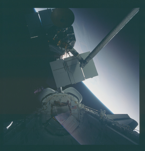 41C-37-1728 - STS-41C - Capture of Solar Maximum satellite by RMS