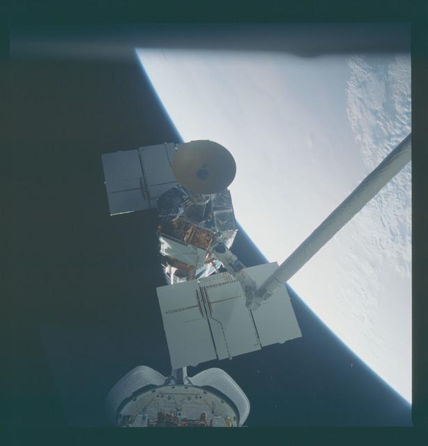 41C-37-1729 - STS-41C - Capture of Solar Maximum satellite by RMS