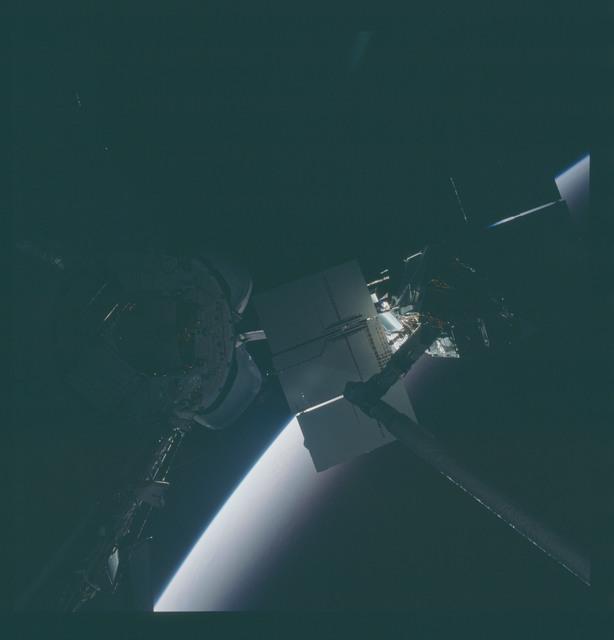 41C-37-1731 - STS-41C - Capture of Solar Maximum satellite by RMS