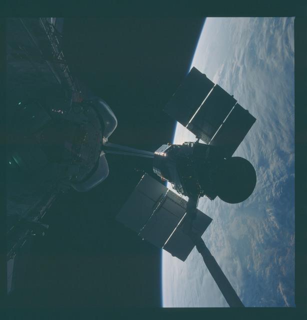41C-37-1732 - STS-41C - Capture of Solar Maximum satellite by RMS