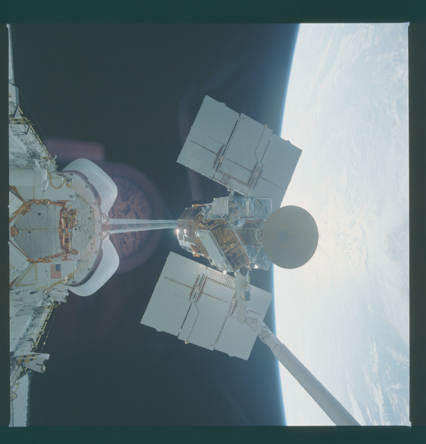 41C-37-1733 - STS-41C - Capture of Solar Maximum satellite by RMS