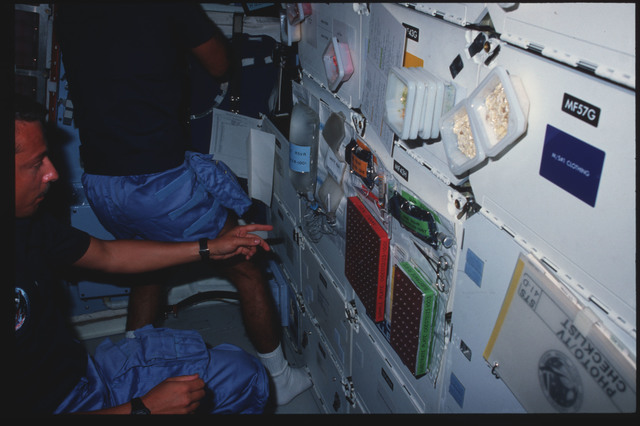 41D-09-007 - STS-41D - STS-41D crew activities