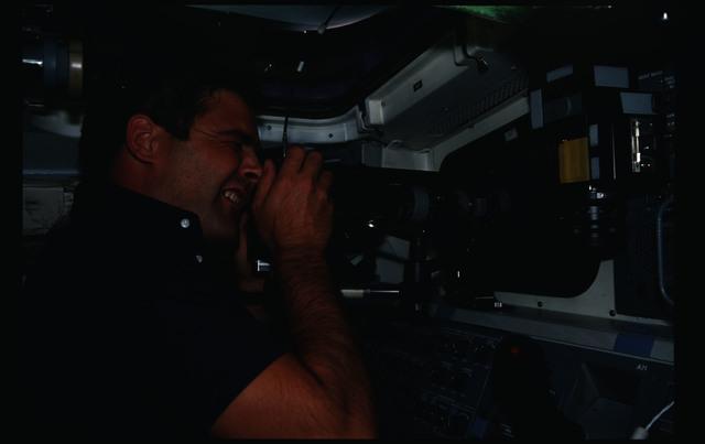 41G-05-010 - STS-41G - 41G crew activities