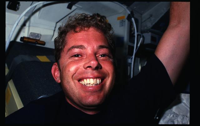 41G-07-031 - STS-41G - 41G crew activities