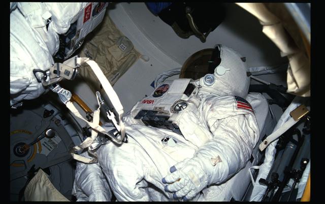 41G-12-007 - STS-41G - 41G EMU