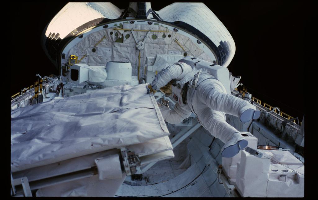 41G-13-033 - STS-41G - 41G EVA
