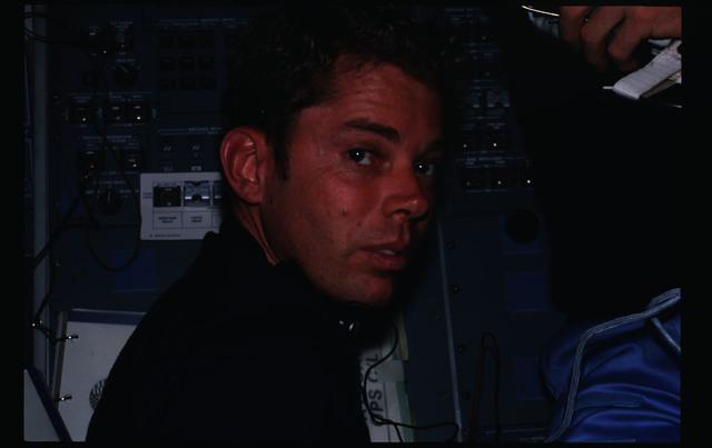 41G-15-005 - STS-41G - 41G crew activities