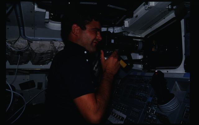 41G-15-016 - STS-41G - 41G crew activities