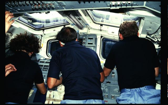 41G-19-017 - STS-41G - 41G crew activities