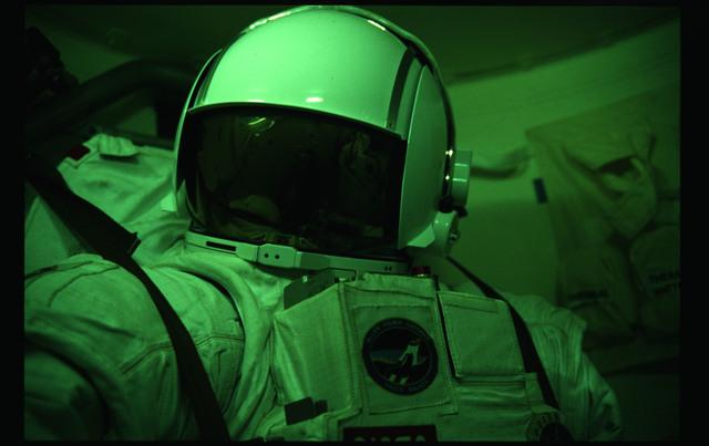 51A-11-029 - STS-51A - EMU