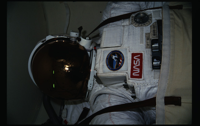 51A-11-031 - STS-51A - EMU