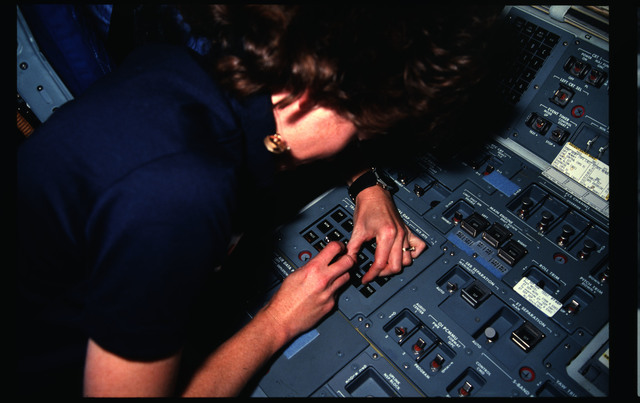 51A-11-035 - STS-51A - 51A crew activities