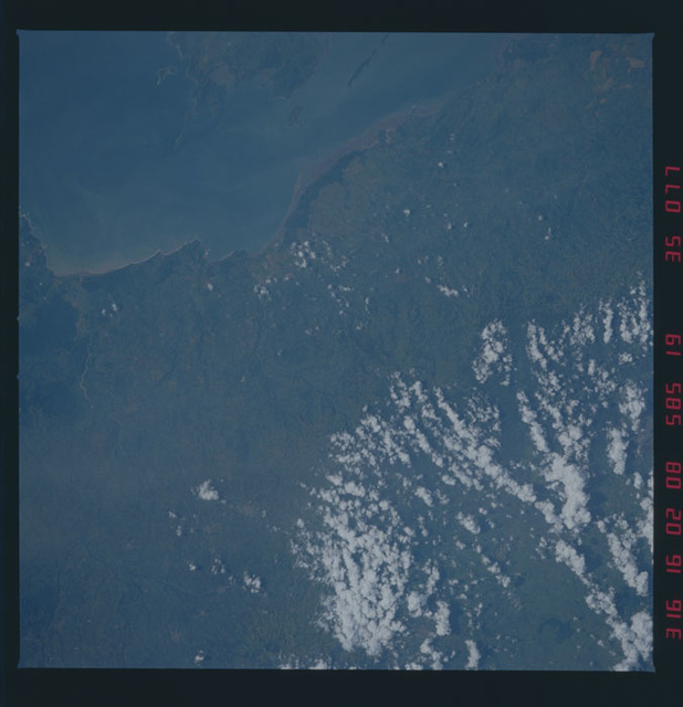 51A-35-077 - STS-51A - 51A earth observations