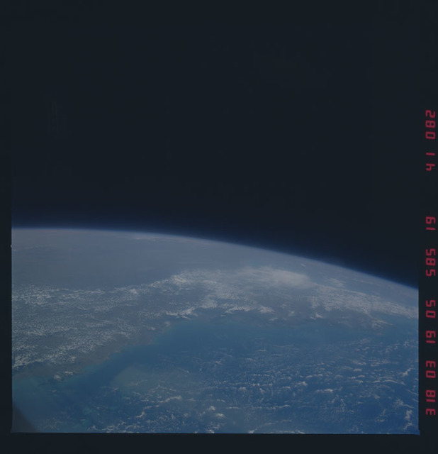 51A-41-082 - STS-51A - 51A earth observations