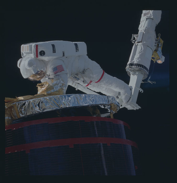 51A-46-070 - STS-51A - 51A Satellite in payload bay