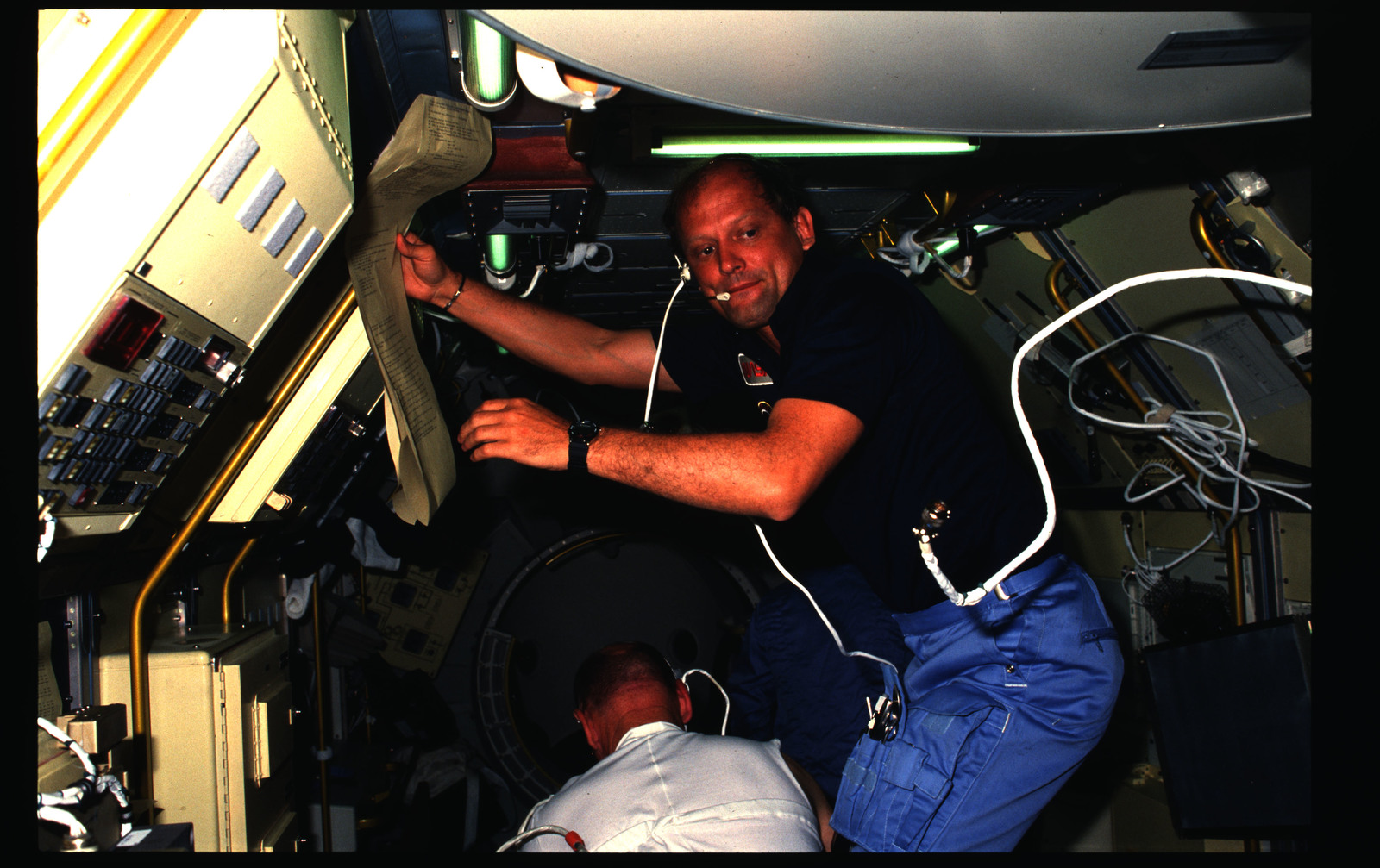 51B-04-032 - STS-51B - 51B crew activities