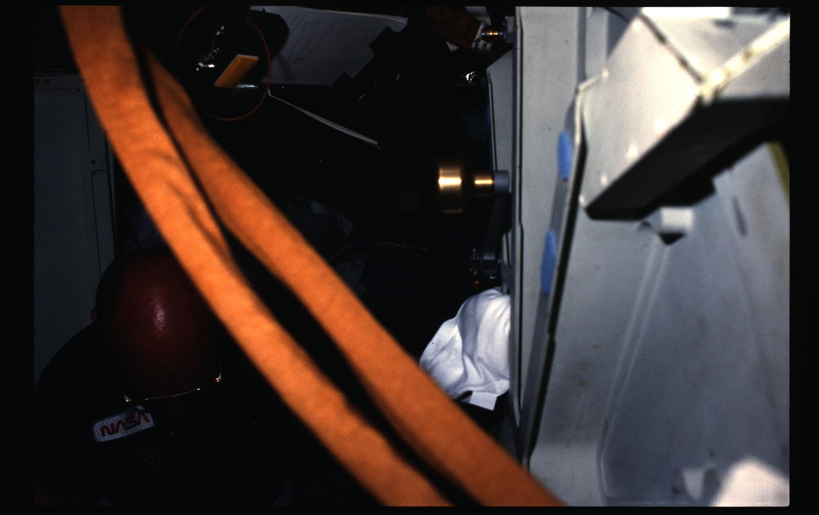 51B-05-009 - STS-51B - 51B crew activities