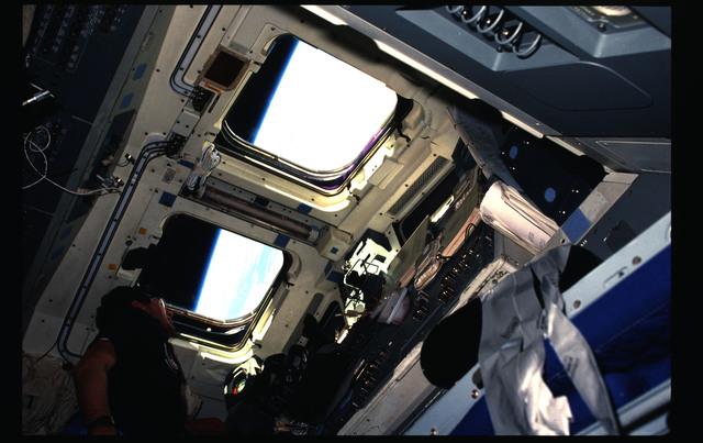51B-05-022 - STS-51B - 51B crew activities