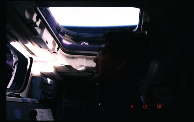 51B-106-010 - STS-51B - 51B crew activities
