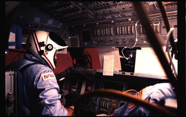 51B-136-017 - STS-51B - 51B crew activities